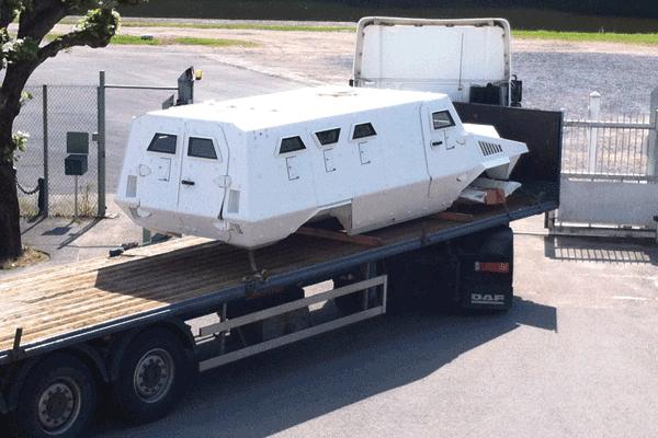 Envoi d'une caisse de véhicule blindé / Armored vehicle body shipment