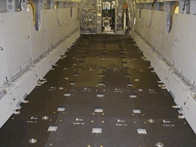 Plancher blindé modulaire installé dans le véhicule / Modular armored floor installed inside the aircraft