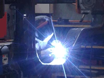 Soudure d'un cadre module intermédiaire de Tramway / Tramway intermediate modular frame welding