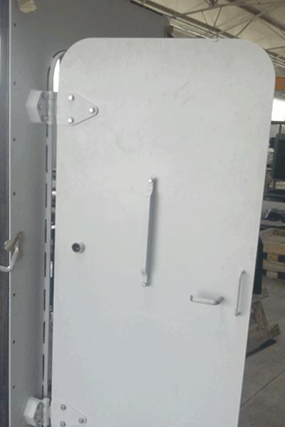 Face avant d'une porte blindée pour navire / Vessels' protected door front side